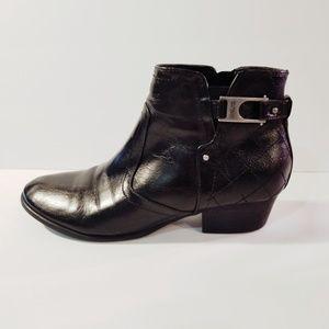 Unisa Women's Black Faux Leather Cuban Booties (9)
